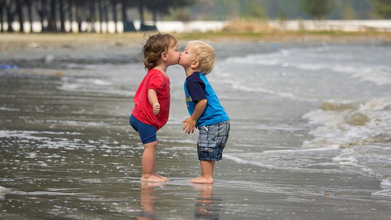 We all have fights with our nearest and dearest now and again. Whether a sibling dispute, a marital tiff, a spat with a best friend or a clash with the parents; whether it's about a lie, a misunderstanding, relationships or the state of the kitchen, today it's time to kiss and make...